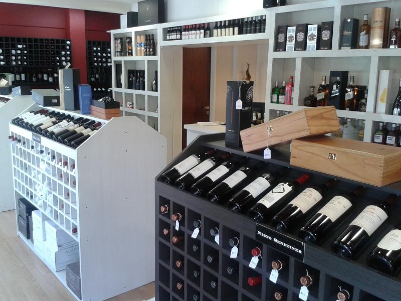 C mo elegir un vino en una vinoteca o g ndola de supermercado - Como montar una vinoteca ...
